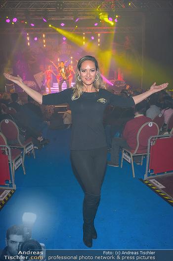 Cirque Du Vegas - Zirkuszelt, Wien - Di 30.04.2019 - Daniela HENTZE (im Hintergrund Freund Gregor Glanz auf der Bühn92