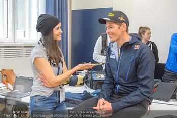 Wings4life world run - Universität Wien - So 05.05.2019 - Julian EBERHARD wird interviewt von Romina COLERUS14