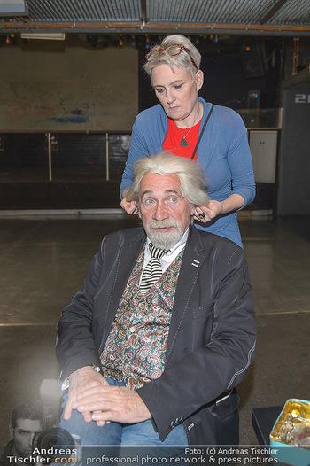 Hair Pressetermin Peter Rapp - Camera Club - Di 07.05.2019 - Peter RAPP bekommt eine Perücke verpasst4