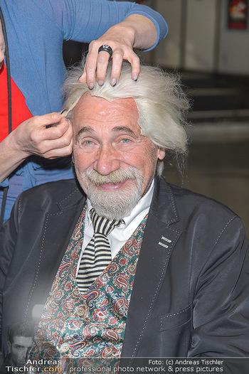 Hair Pressetermin Peter Rapp - Camera Club - Di 07.05.2019 - Peter RAPP bekommt eine Perücke verpasst5