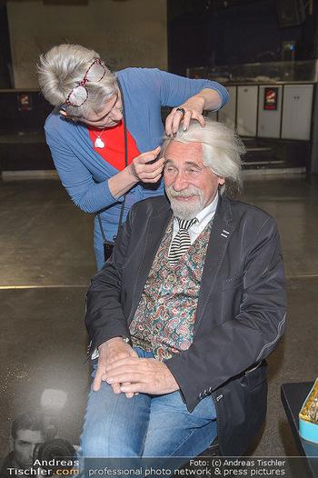 Hair Pressetermin Peter Rapp - Camera Club - Di 07.05.2019 - Peter RAPP bekommt eine Perücke verpasst6