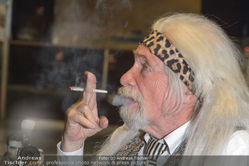 Hair Pressetermin Peter Rapp - Camera Club - Di 07.05.2019 - Peter RAPP mit Perücke, rauchend, Zigarette12