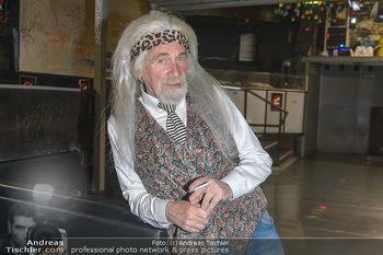 Hair Pressetermin Peter Rapp - Camera Club - Di 07.05.2019 - Peter RAPP mit Perücke, rauchend, Zigarette15
