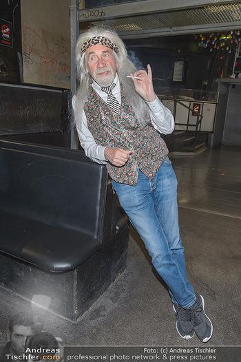 Hair Pressetermin Peter Rapp - Camera Club - Di 07.05.2019 - Peter RAPP mit Perücke, rauchend, Zigarette16
