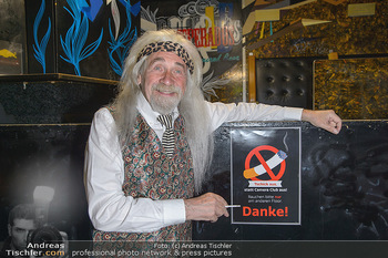 Hair Pressetermin Peter Rapp - Camera Club - Di 07.05.2019 - Peter RAPP mit Perücke, rauchend, Zigarette18