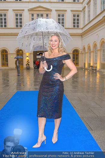 Gesund & Fit Award - Palais Niederösterreich - Mi 22.05.2019 - Ruth MOSCHNER mit Regenschirm39