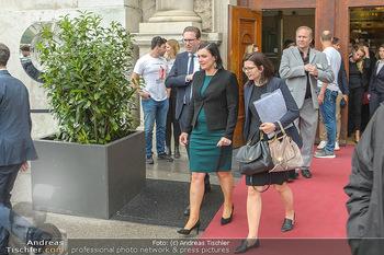 Schwarzenegger für SodaStream - Hofburg Wien - So 26.05.2019 - Elisabeth KÖSTINGER verlässt unmittelbar nach dem Misstrauensv25