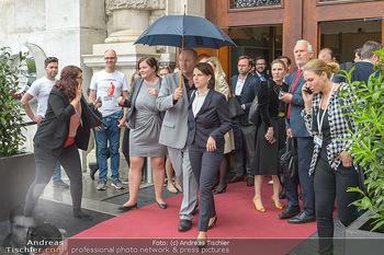 Schwarzenegger für SodaStream - Hofburg Wien - So 26.05.2019 - Karoline EDTSTADLER verlässt unmittelbar nach dem Misstrauensvo28