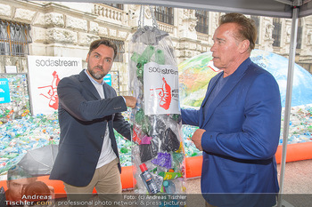 Schwarzenegger für SodaStream - Hofburg Wien - So 26.05.2019 - Arnold SCHWARZENEGGER, Ferdinand BARCKHAHN43