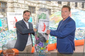 Schwarzenegger für SodaStream - Hofburg Wien - So 26.05.2019 - Arnold SCHWARZENEGGER, Ferdinand BARCKHAHN47