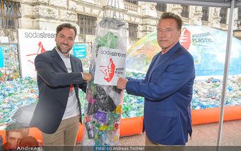 Schwarzenegger für SodaStream - Hofburg Wien - So 26.05.2019 - Arnold SCHWARZENEGGER, Ferdinand BARCKHAHN48
