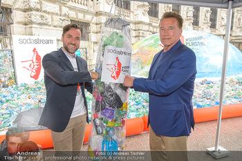 Schwarzenegger für SodaStream - Hofburg Wien - So 26.05.2019 - Arnold SCHWARZENEGGER, Ferdinand BARCKHAHN49