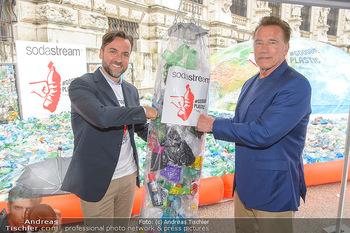 Schwarzenegger für SodaStream - Hofburg Wien - So 26.05.2019 - Arnold SCHWARZENEGGER, Ferdinand BARCKHAHN50