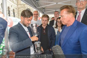 Schwarzenegger für SodaStream - Hofburg Wien - So 26.05.2019 - Arnold SCHWARZENEGGER, Ferdinand BARCKHAHN51