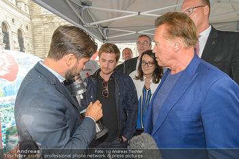 Schwarzenegger für SodaStream - Hofburg Wien - So 26.05.2019 - Arnold SCHWARZENEGGER, Ferdinand BARCKHAHN52