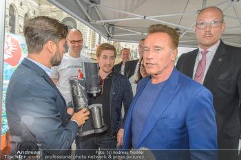 Schwarzenegger für SodaStream - Hofburg Wien - So 26.05.2019 - Arnold SCHWARZENEGGER, Ferdinand BARCKHAHN53