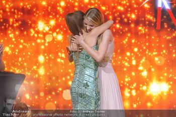 Miss Austria 2019 - Museum Angerlehner, Wels - Do 06.06.2019 - Larissa ROBITSCHKO erhält das Krönchen von Izabella ION374