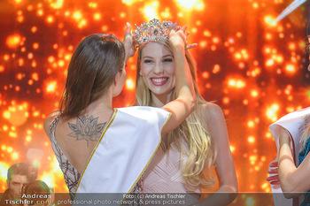 Miss Austria 2019 - Museum Angerlehner, Wels - Do 06.06.2019 - Larissa ROBITSCHKO erhält das Krönchen von Izabella ION377