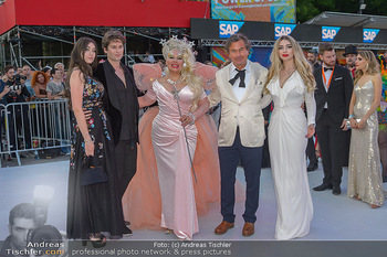 Lifeball red carpet - Rathaus Wien - Sa 08.06.2019 - Dianne BRILL mit Familie41