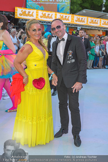 Lifeball red carpet - Rathaus Wien - Sa 08.06.2019 - Atousa MASTAN, Christopher WOLF61