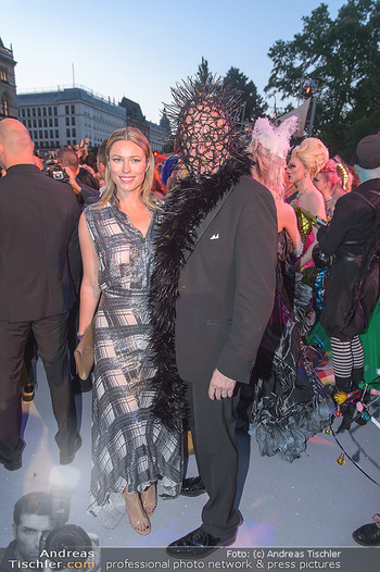 Lifeball red carpet - Rathaus Wien - Sa 08.06.2019 - Kiera CHAPLIN, Roberto LHOTKA110