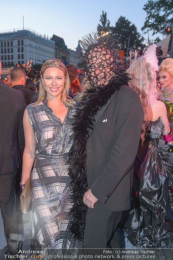 Lifeball red carpet - Rathaus Wien - Sa 08.06.2019 - Kiera CHAPLIN, Roberto LHOTKA111