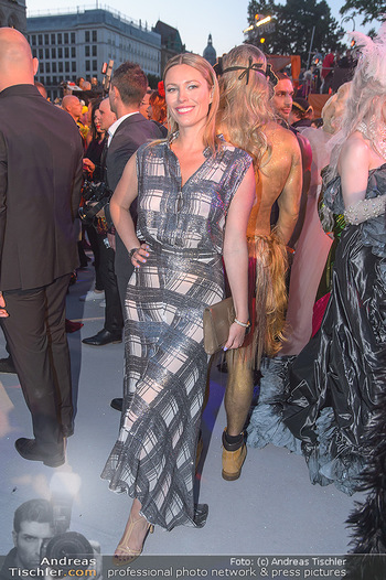 Lifeball red carpet - Rathaus Wien - Sa 08.06.2019 - Kiera CHAPLIN114