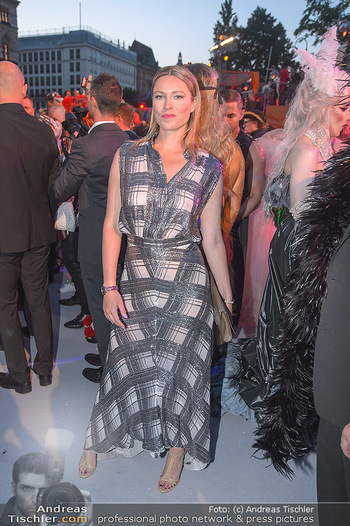 Lifeball red carpet - Rathaus Wien - Sa 08.06.2019 - Kiera CHAPLIN115
