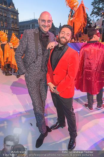 Lifeball red carpet - Rathaus Wien - Sa 08.06.2019 - Ralph MORGENSTERN mit Freund Marco GULINO123