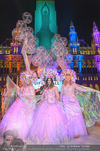 Lifeball Eröffnung - Rathaus Wien - Sa 08.06.2019 - Kostümierte Gäste vor dem Rathaus153
