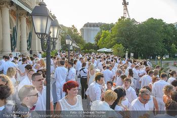 Kraml Sommerball - Kursalon Wien - Sa 15.06.2019 - Gäste in weiß auf der Terrasse des Kursalon, Sommerfest, weiß11