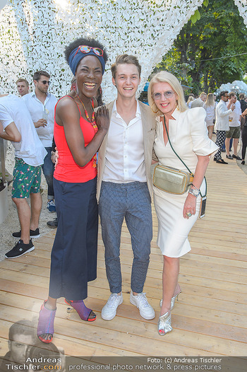 Cocktail Bar Opening - Volksgarten - Di 18.06.2019 - Doretta CARTER, Liane SEITZ mit Sohn Vincent60