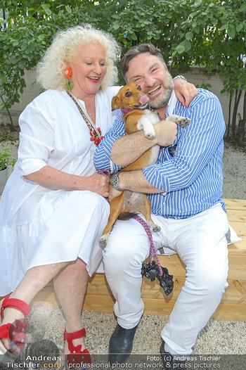 Cocktail Bar Opening - Volksgarten - Di 18.06.2019 - Marika LICHTER mit Hund Ella, Martin LEUTGEB66