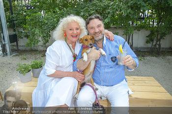 Cocktail Bar Opening - Volksgarten - Di 18.06.2019 - Marika LICHTER mit Hund Ella, Martin LEUTGEB68