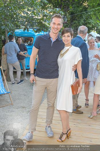 Cocktail Bar Opening - Volksgarten - Di 18.06.2019 - Maria YAKOVLEVA mit Freund Philipp84