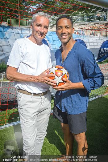 Nivea Deep Soccer Challenge - Hermann´s Strandbar, Wien - Mi 19.06.2019 - Cesar SAMPSON, Rainer PARIASEK5