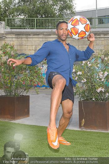 Nivea Deep Soccer Challenge - Hermann´s Strandbar, Wien - Mi 19.06.2019 - Cesar SAMPSON beim gaberln mit Fussball8