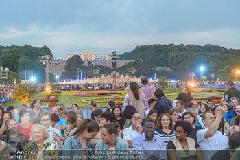Sommernachtskonzert 2019 - Schloss Schönbrunn - Do 20.06.2019 - Publikum, Zuschauer, Gäste vor der Gloriette1