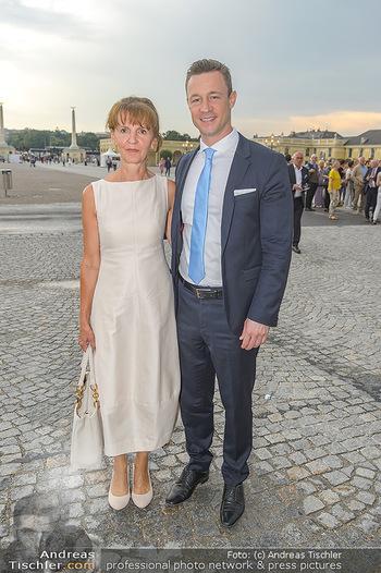 Sommernachtskonzert 2019 - Schloss Schönbrunn - Do 20.06.2019 - Gernot BLÜMEL mit Mutter Susanne8