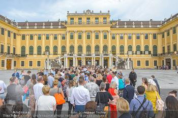 Sommernachtskonzert 2019 - Schloss Schönbrunn - Do 20.06.2019 - Andrang vor dem Schloss, Publikum, Gäste11