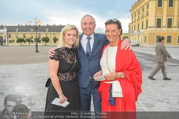 Sommernachtskonzert 2019 - Schloss Schönbrunn - Do 20.06.2019 - Familie Karl SCHRANZ mit Ehefrau Evelyn und Tochter Anna16
