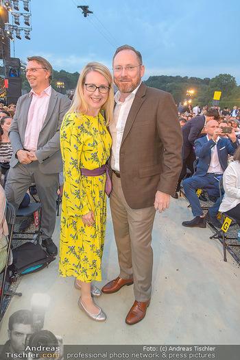 Sommernachtskonzert 2019 - Schloss Schönbrunn - Do 20.06.2019 - Margarete SCHRAMBÖCK mit Ehemann42