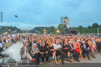 Sommernachtskonzert 2019 - Schloss Schönbrunn - Do 20.06.2019 - Publikum, Zuschauer, Gäste vor der Gloriette45