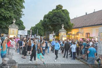 Sommernachtskonzert 2019 - Schloss Schönbrunn - Do 20.06.2019 - Andrang vor dem Meidlinger Tor nach Konzertbeginn48