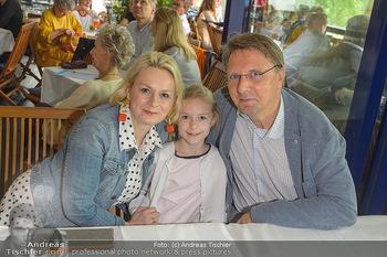 Michael Schottenberg Buchpräsentation - Summerstage, Wien - So 23.06.2019 - Fritz und Lou LORENZ-DITTLBACHER mit Tochter Emma17