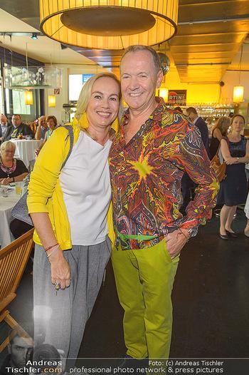 Michael Schottenberg Buchpräsentation - Summerstage, Wien - So 23.06.2019 - Ossi SCHELLMANN mit Ehefrau Gabriele24
