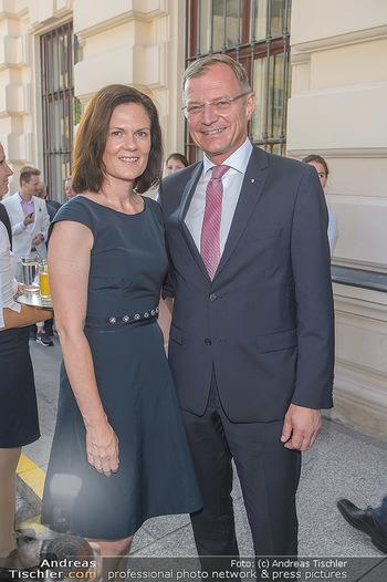 Sommerfest der RLB Oberösterreich - Albertina, Wien - Di 25.06.2019 - Thomas und Bettina STELZER6