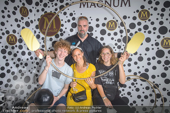 Magnum - House of Play - Palmenhaus Burggarten, Wien - Mo 01.07.2019 - Familie Georgy MAKAZARIA mit Ehefrau Julia, Tochter Marie und de1