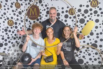 Magnum - House of Play - Palmenhaus Burggarten, Wien - Mo 01.07.2019 - Familie Georgy MAKAZARIA mit Ehefrau Julia, Tochter Marie und de17
