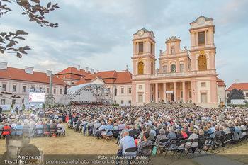 Klassik unter Sternen - Stift Göttweig - Mi 03.07.2019 - Stift Göttweig Kirche, Festplatz, Bühne, Publikum, Zuschauer, 69
